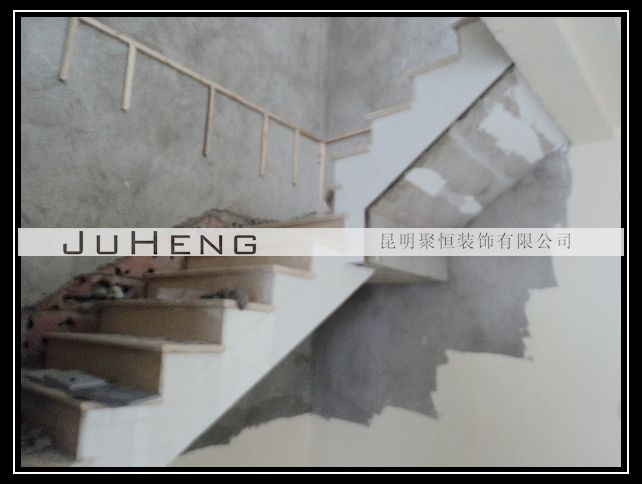 图为:2楼楼梯间边线铺贴瓷砖-熙和小镇D区5 3王先生施工日志