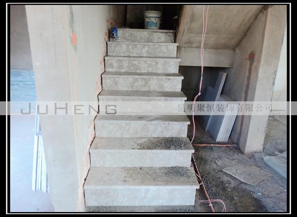 图为:楼梯铺贴踏步石材-小火车头6 25施工日记